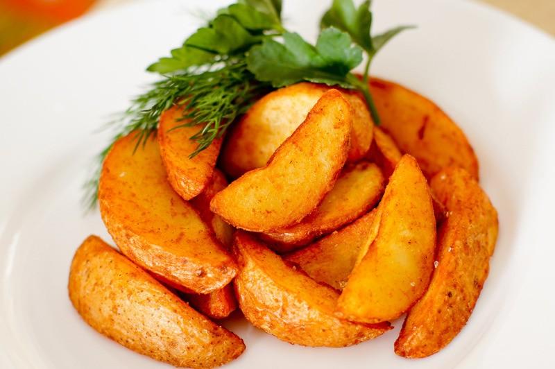 Картофи по селски с чубрица