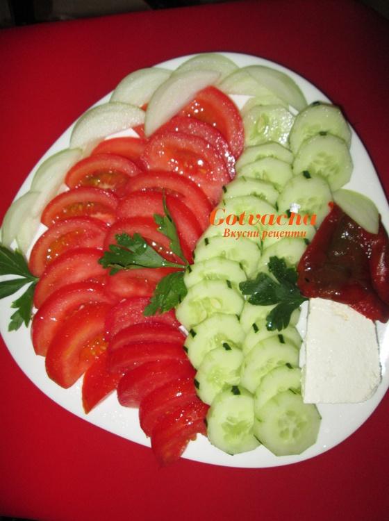 Редена салата-домати и краставици