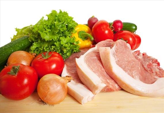 Свинско месо със зеленчуци на фурна