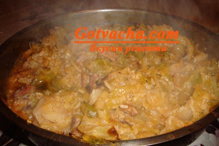 Ориз със свинско месо и кисело зеле на фурна