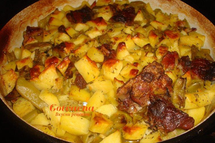 Картофи на фурна с месо и зелен фасул