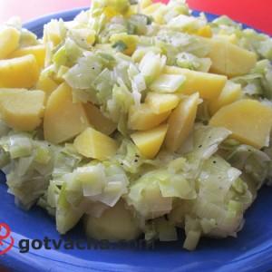 salata-s-vareni-kartofi-i-praz
