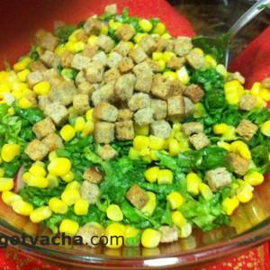 zelena-salata-s-carevica-i-krotoni