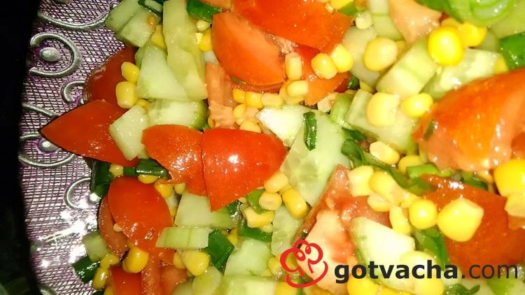 salata-s-domati-krastavici-i-carevica