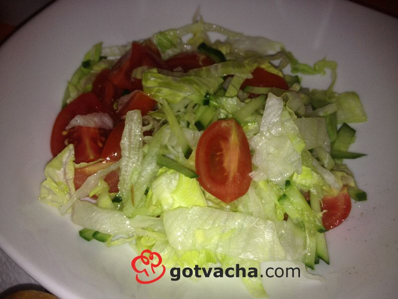 salata-aisberg-s-domati-i-krastavica