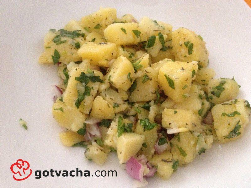 salata-s-vareni-kartofi-i-luk