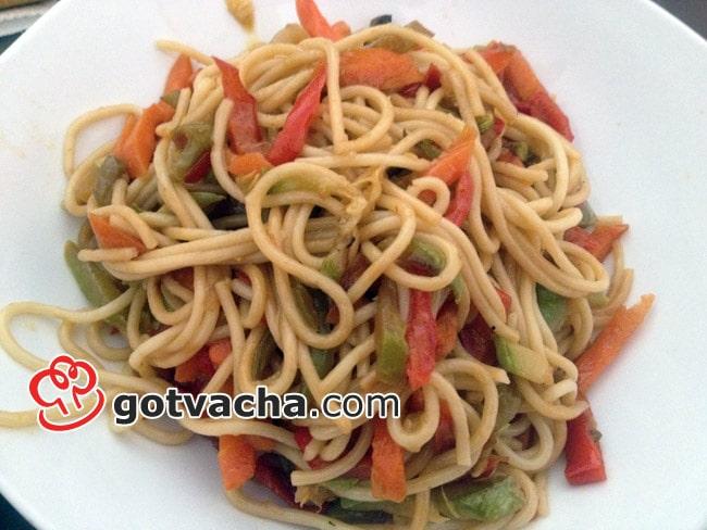Спагети със зеленчуци (моркови и тиквички)